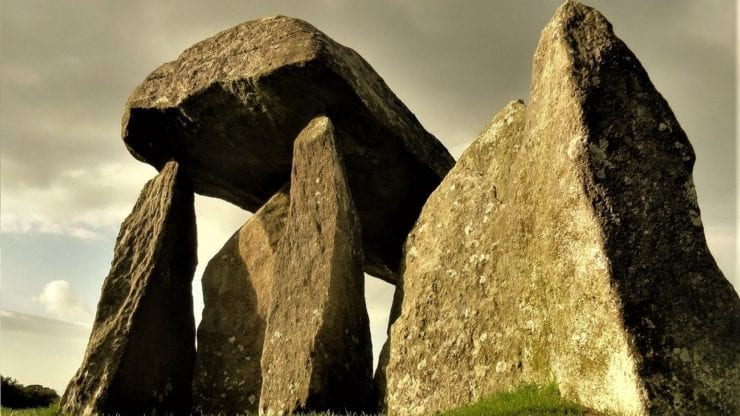 The architecture of death: Constructing and using the Neolithic burial - ritual sites in England and Wales