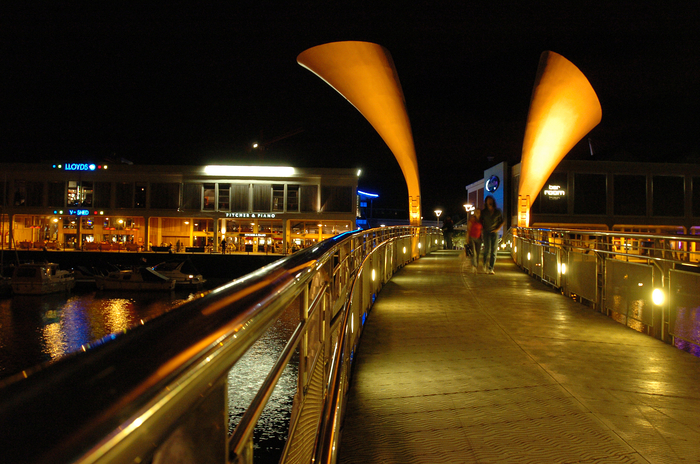 Photograph of Pero's Bridge over the harbour © Destination Bristol