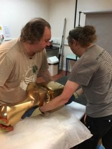 Ian and Mike lifting Help (Opus 81), a heavy, polished bronze work by Meadows (N7962).