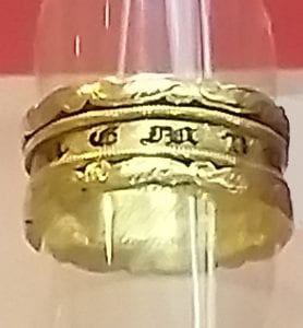 A mourning ring placed on a mount