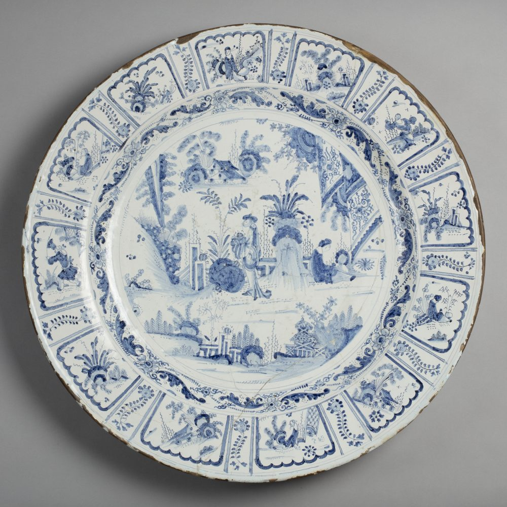 The front of a delftware plate with an intricate blue pattern